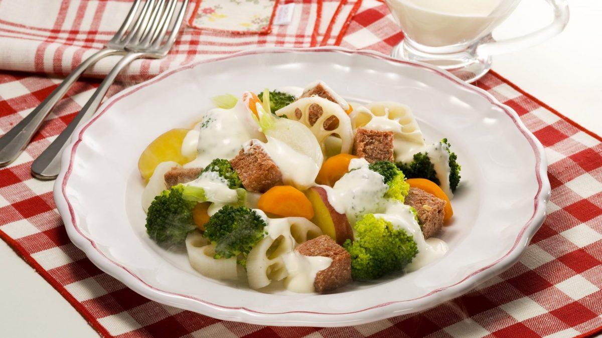 コンビーフと根菜のホットサラダ